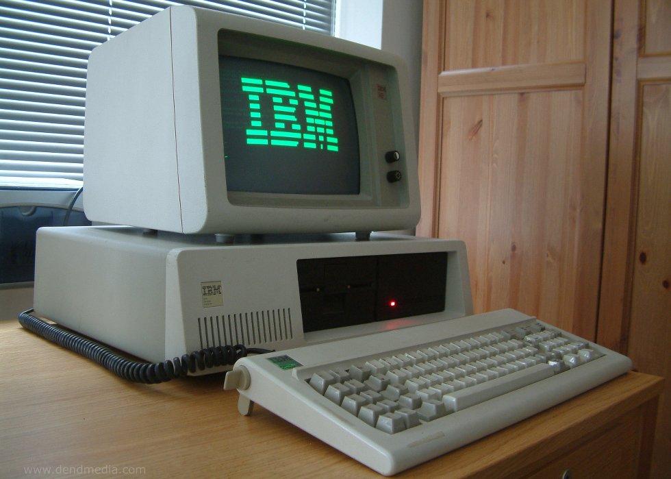 computador ibm antiguo